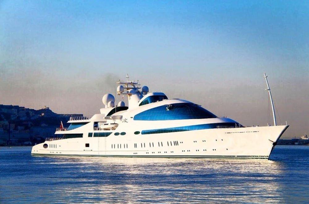 Superyacht Yas